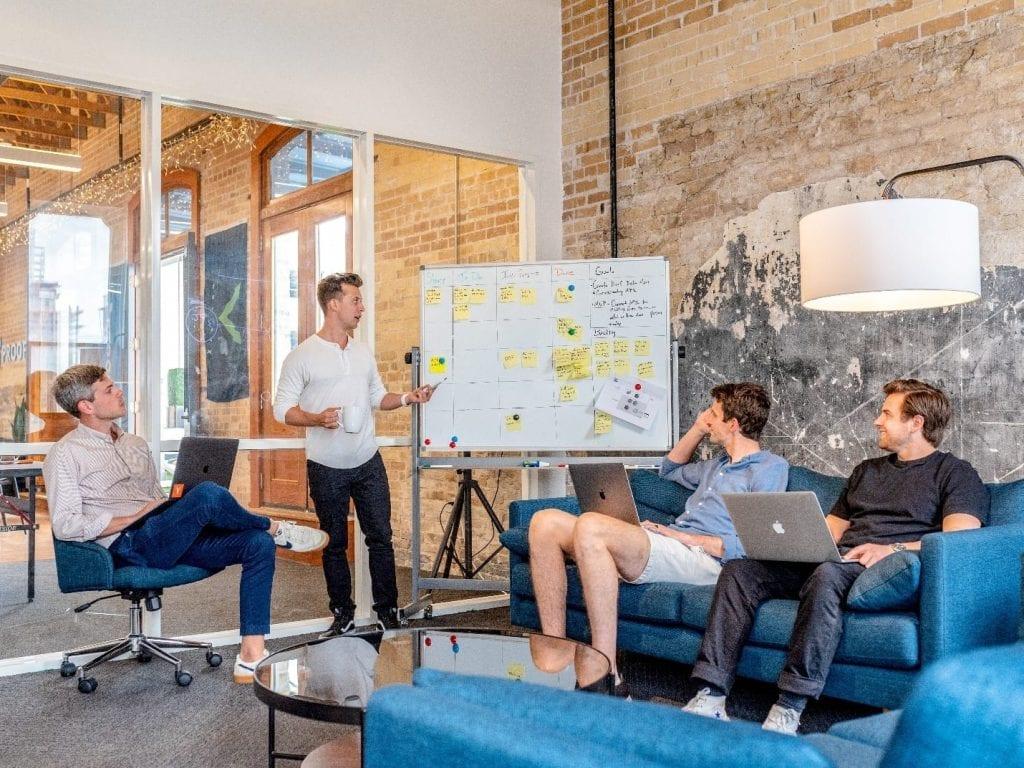 Meeting di Virtual Office dibandingkan di Kantor Biasa
